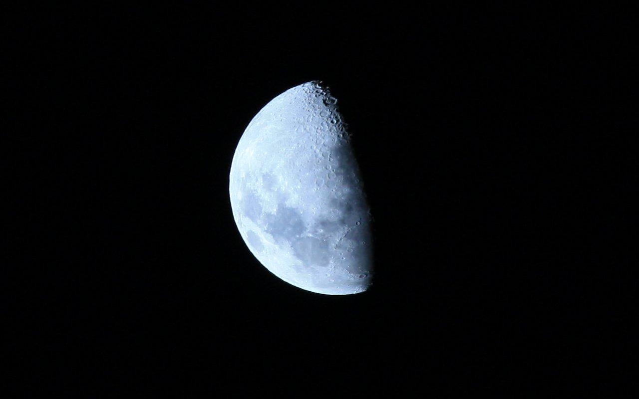 Primera foto: Luna Cuarto Menguante