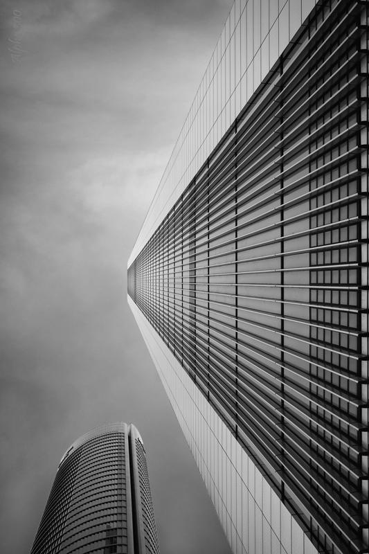 contrapicado_edificio_bn_firmada_y_redimensionada